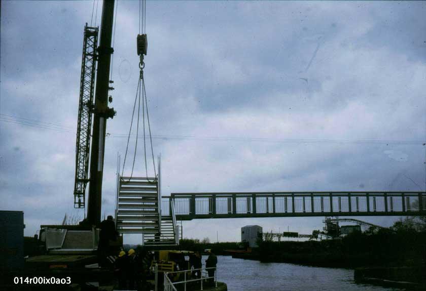 Erection of the permanent bridge 1986.